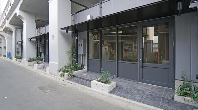 中目黒高架下、貸店舗・貸事務所の外観写真